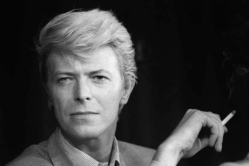 "afp. David Bowie 1983.05.13. portré, Cannes-i filmfesztivál, A portrait taken on May 13, 1983 shows British singer David Bowie during a press conference at the 36th Cannes Film Festival. He is the main actor in Nagisa Oshima's film ""Furyo (Merry christmas"